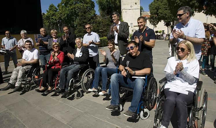 Kandidati za gradonačelnika na svojoj koži osjetili kako u Splitu žive osobe u invalidskim kolicima