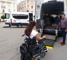 Kombi prilagođen za prevoz osoba sa invaliditeto