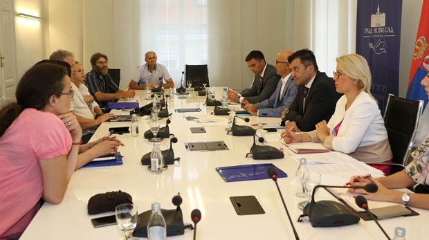 Đorđević, Vučević i Radivojević sa predstavnicima DES - Foto Pres služba Grada